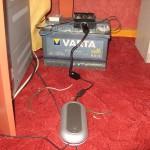 Aku, laadimisregulaator, harukarp ja sülearvuti laadija